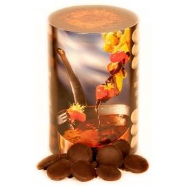 Dunkles Schokoladenfondant als Kuvertüre