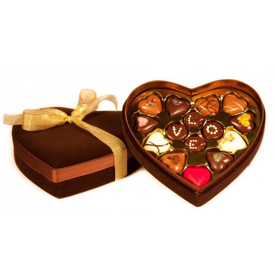 boite de chocolats en coeur de velours brun pour offrir son amoureux amoureuse. Black Bedroom Furniture Sets. Home Design Ideas